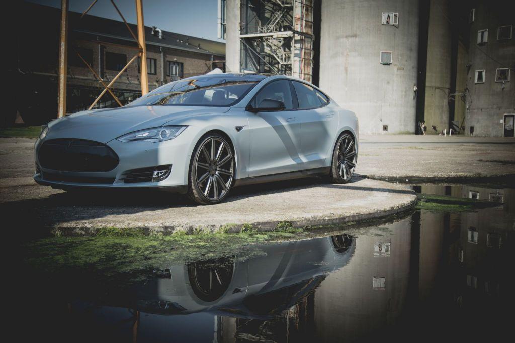 Carwrap Tesla Model S Satin Battleship Grey Veghel