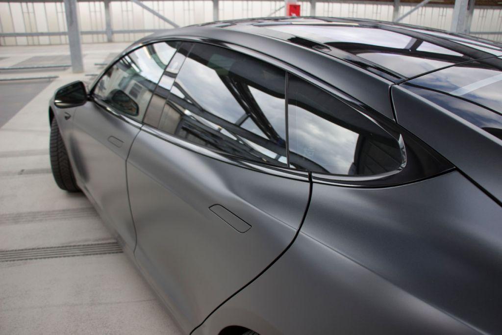 Ontchromen Tesla Eindhoven
