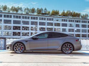 Portfolio Tesla Model S Eindhoven Avery Satin Grey