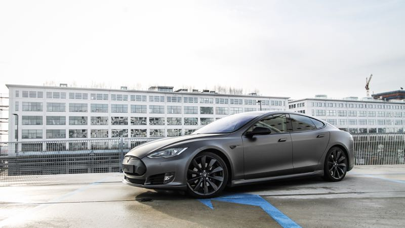 Carwrap Tesla Eindhoven Satin Dark Grey